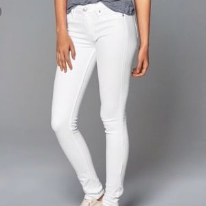 White Abercrombie and Fitch skinny jeans